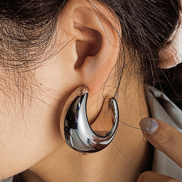 Exaggerated Glossy Light Big C Shape Earring